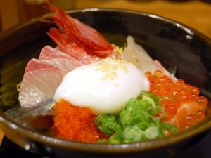 ごくうまランチ海鮮丼 by鶏人