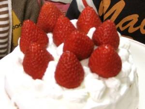 いちごのケーキが1ホール500円!?